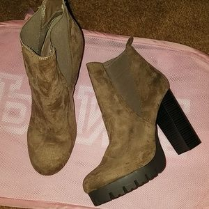 Brown lugg sole booties sz 10